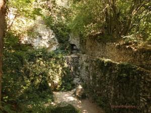 Монастырь Аладжа вход в катакомбы
