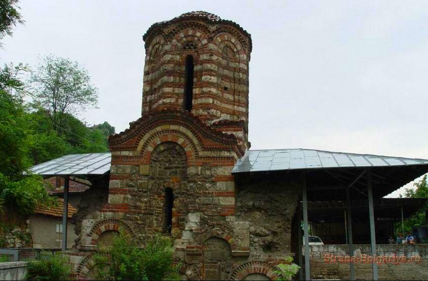 Архитектруные памятники встречающиеся на территории парка Персина