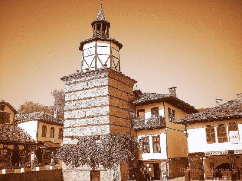 Башня с часами в Трявне