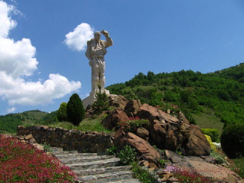 Памятник Дяде Йоцо