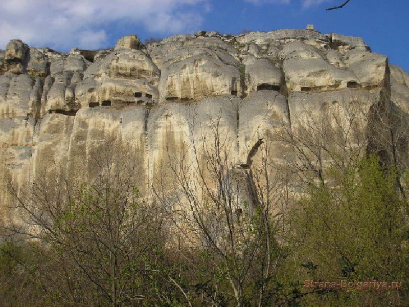 Скалы с изображением Мадарского всадника