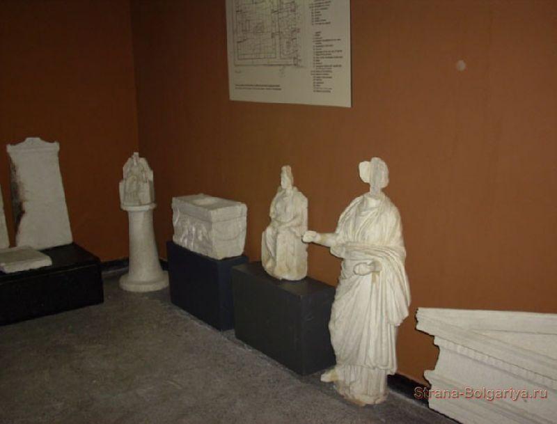 Экспозиция находок из храма Кибелы