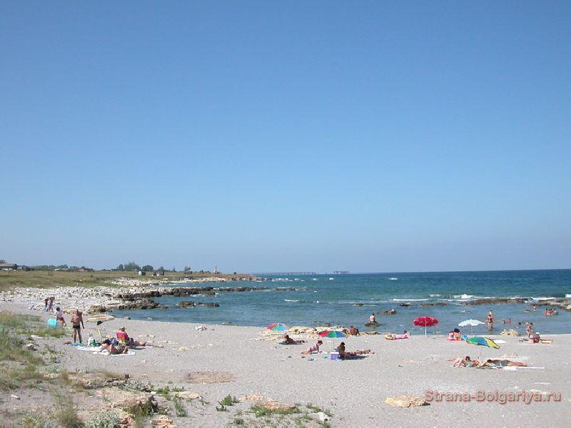 Дикий пляж к северу от Тюленево