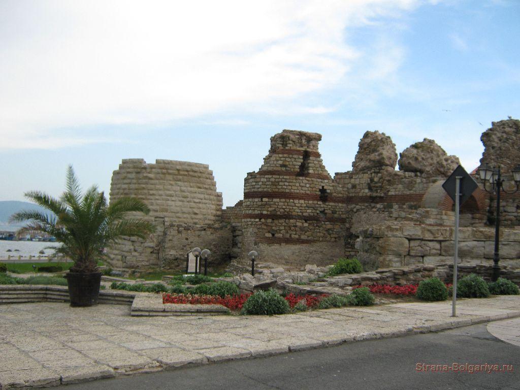 Над входом в старый Несебр
