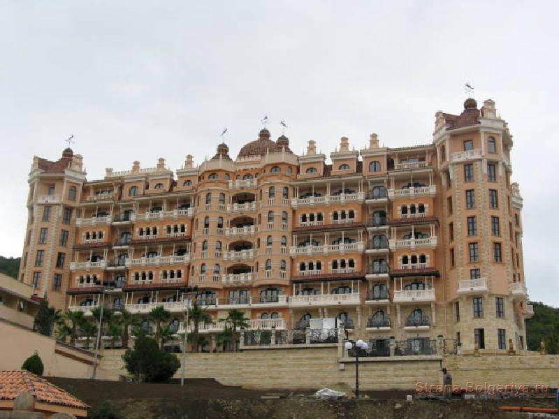 Отель в Елените