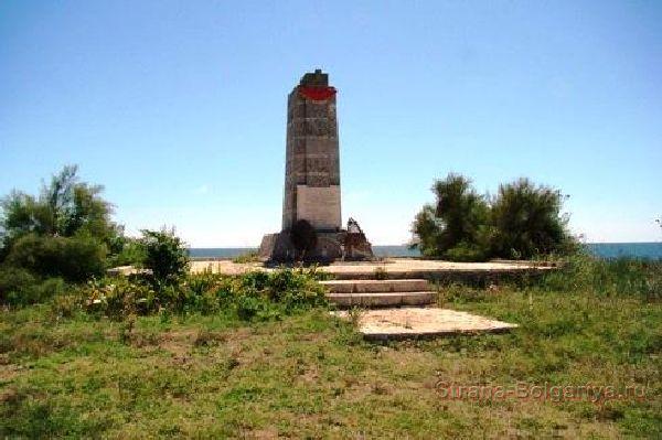 Памятник советским летчикам близ села Тюленево