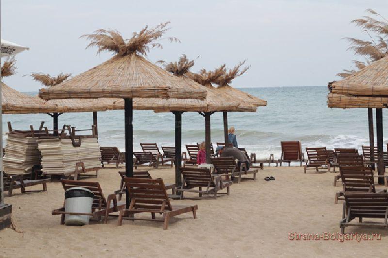 Пляж на курорте Золотые пески