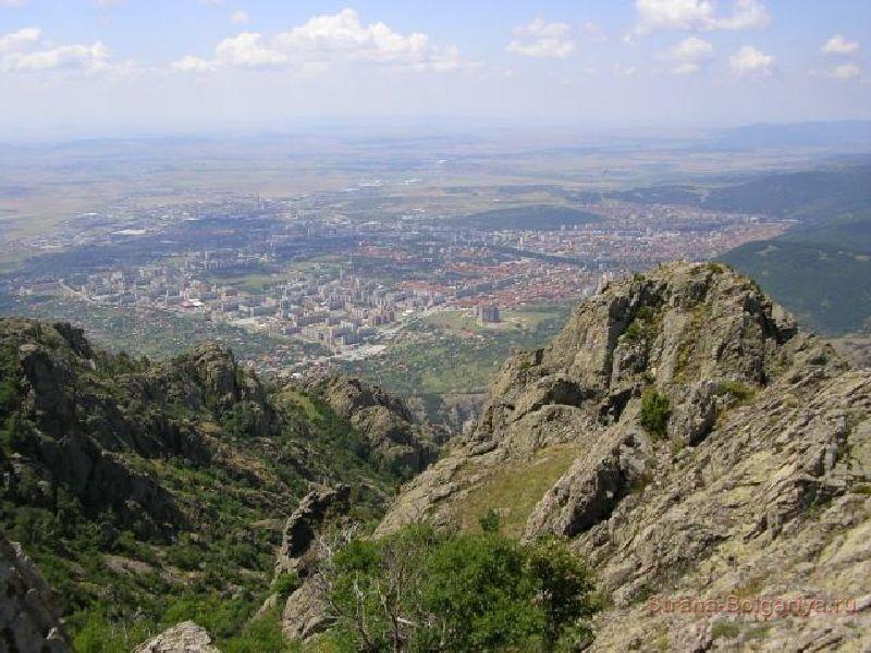Вид на город Сливен с базы отдыха Карандила