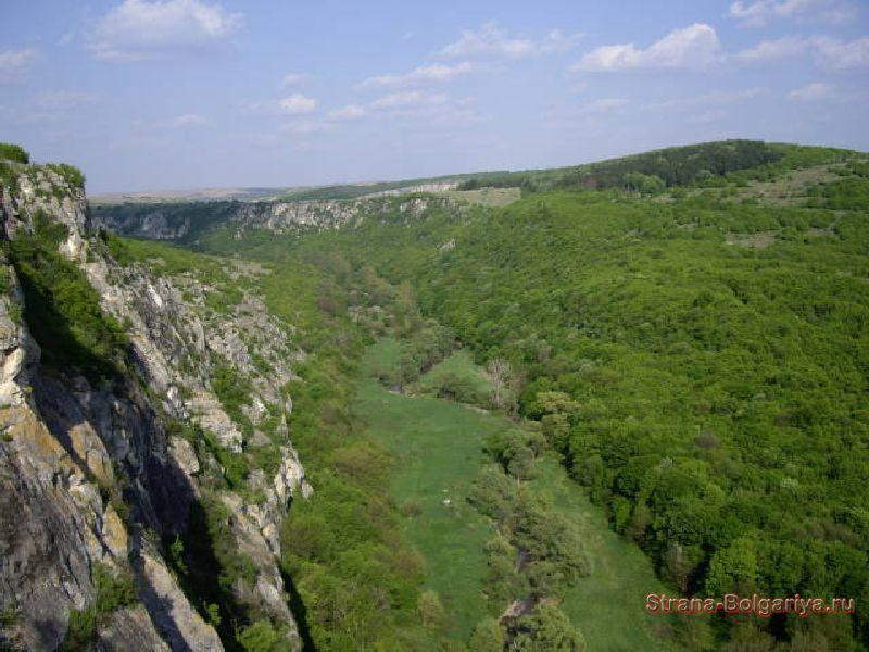 Вид от входа в пещеру Орлова чука