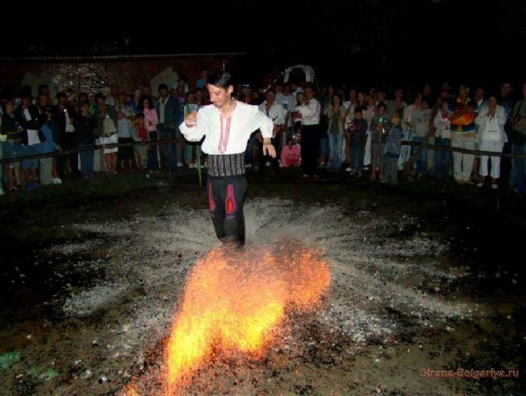 Танцы нестинара на углях