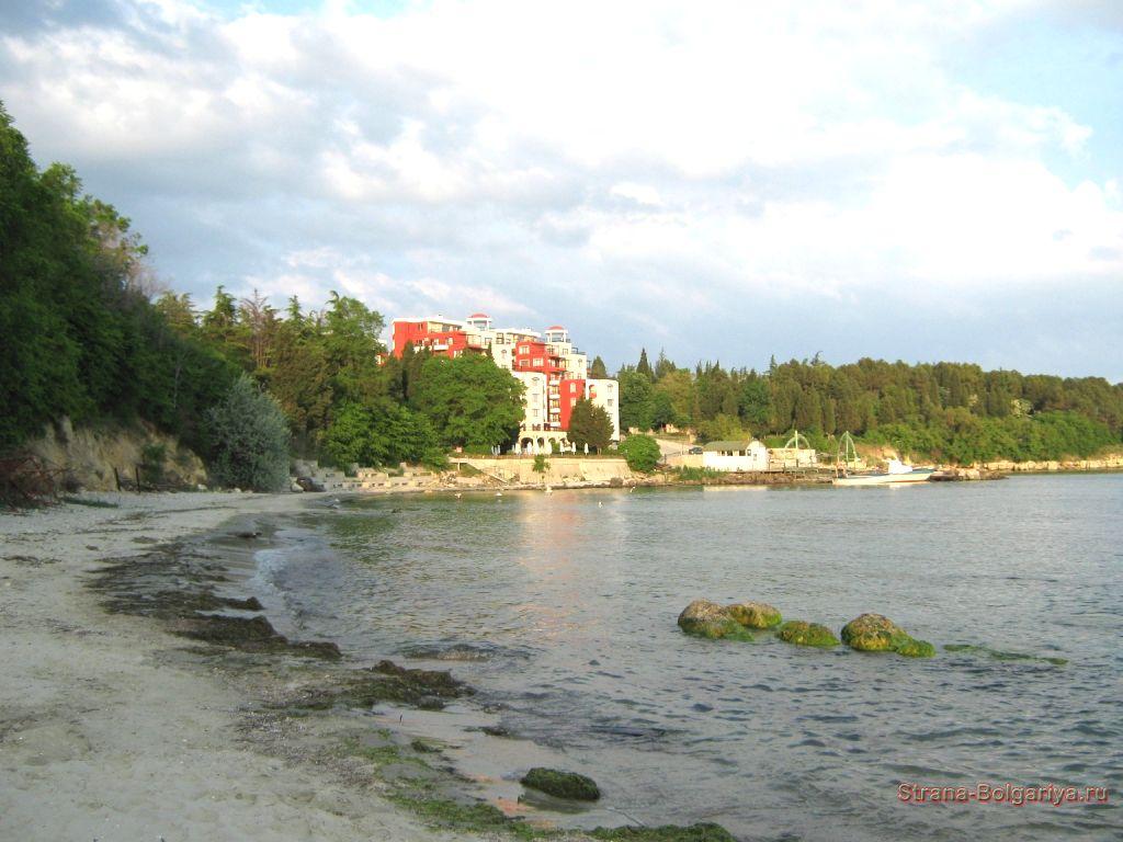Дикий пляж курорта Солнечный берег