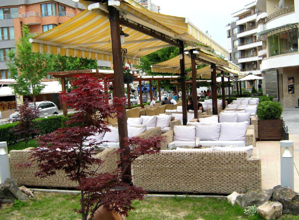 Ресторанчики на улицах Солнечного берега
