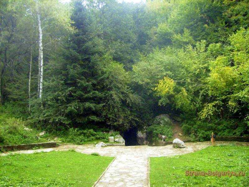 Вход в пещеру Леденика